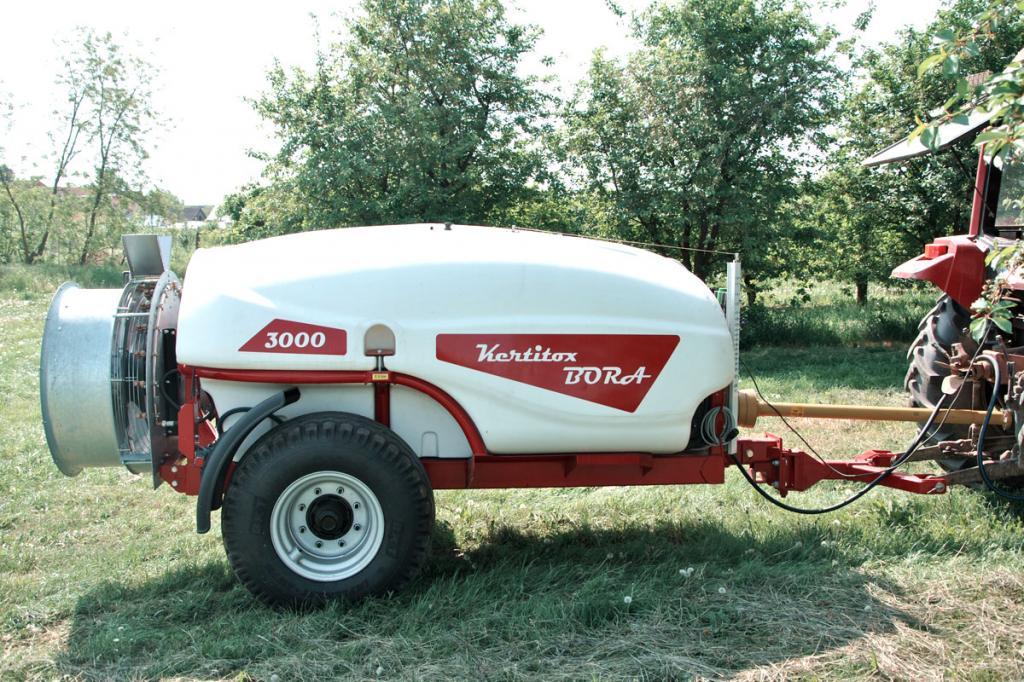 KERTITOX Bora 3000 literes  vontatott gyümölcsös  axiálventillátoros permetezőgép