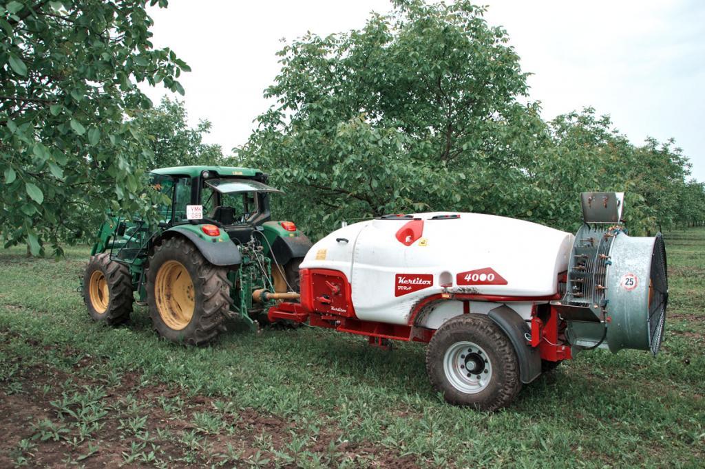 KERTITOX Bora 4000 literes vontatott gyümölcsös  axiálventillátoros permetezőgép